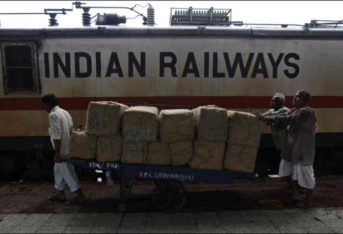 रेलवे की आमदनी अठन्नी खर्चा रुपैया, जारी हुआ रेलवे का हिसाब-किताब